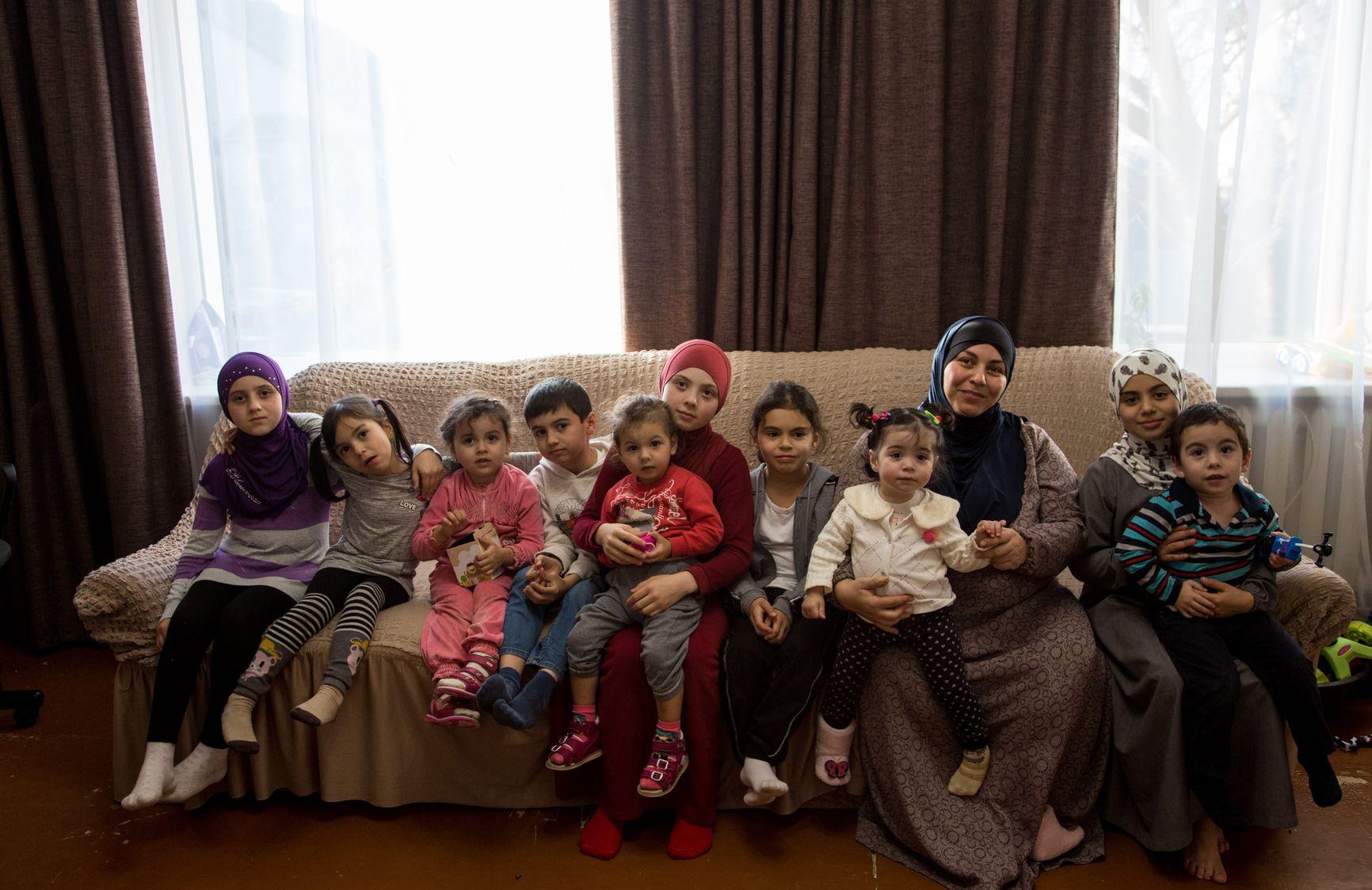 Зарема Зекирьяева с детьми. Фото с сайта «Крымскотатарский ресурсный центр»