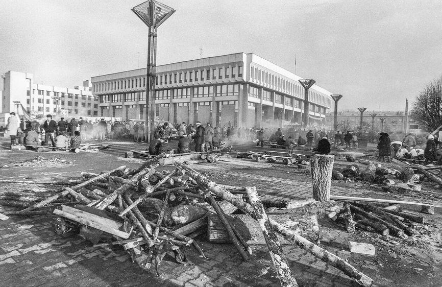 Здание Верховного Совета Литвы. Январь 1991 года. Вильнюс
