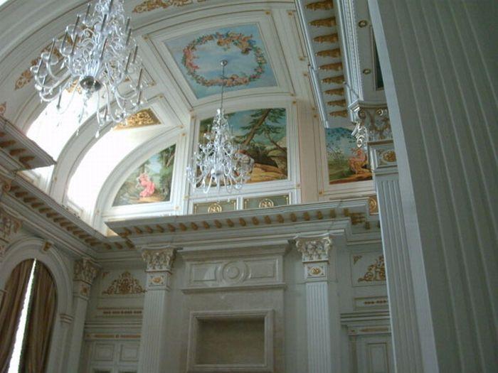 Интерьер дворца в Геленджике. Фотография опубликована в 2011 году на сайте trinixy.ru