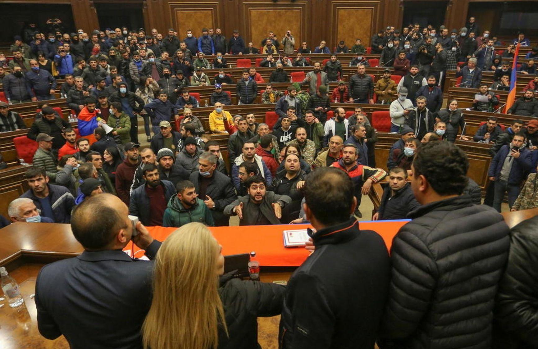 В парламенте Армении в ночь на 10 ноября