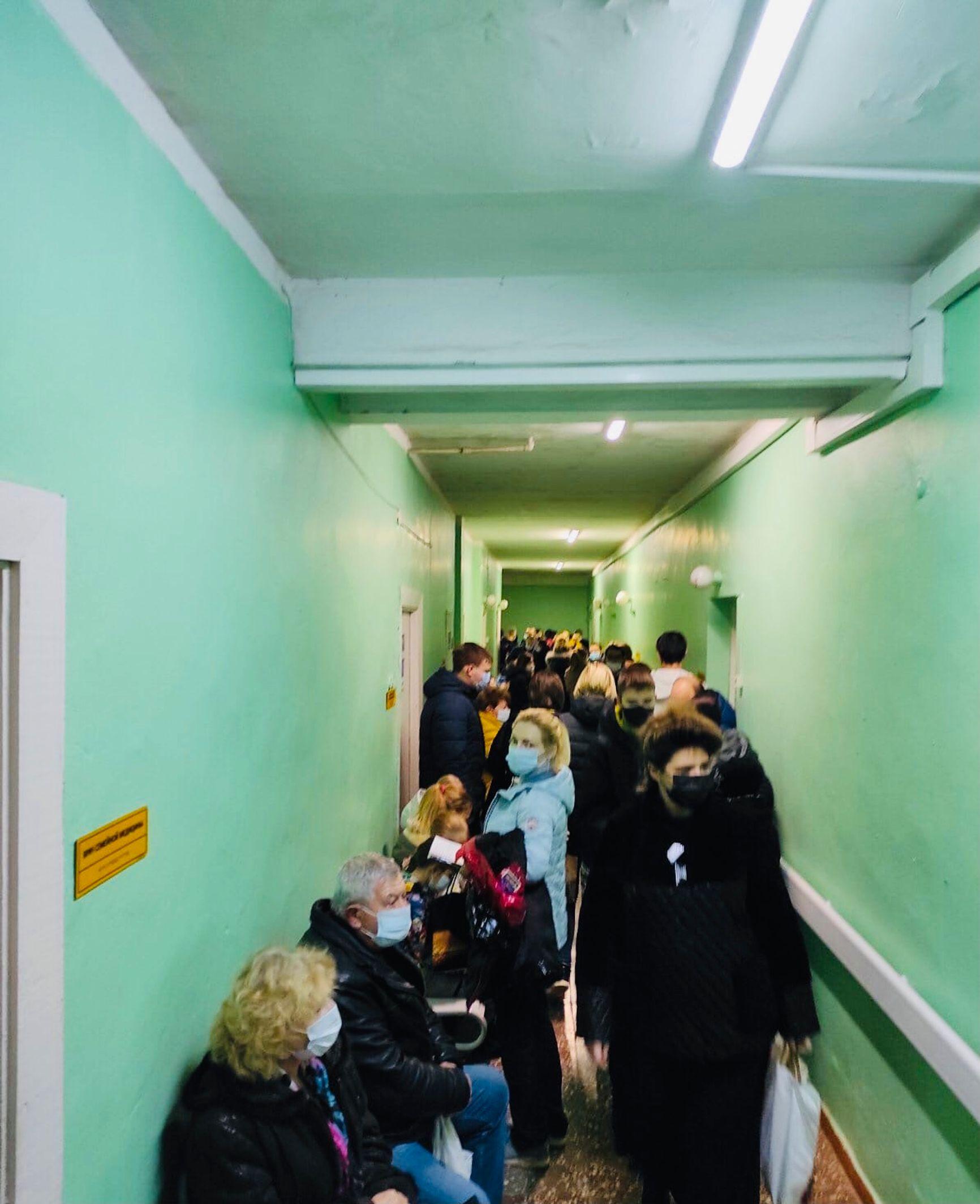 Очередь в поликлинике № 5 в Симферополе