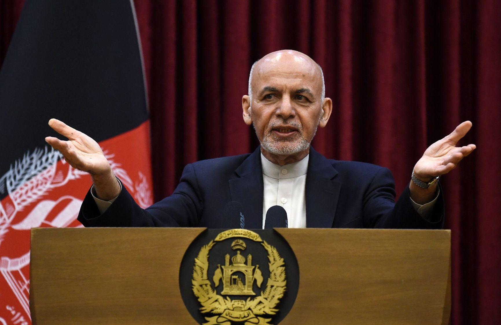 Всего около месяца назад президент Гани торжественно заявлял, что никогда не покинет Афганистан из-за талибов