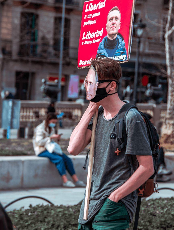 В Барселоне некоторые митингующие вышли на акцию в масках Путина