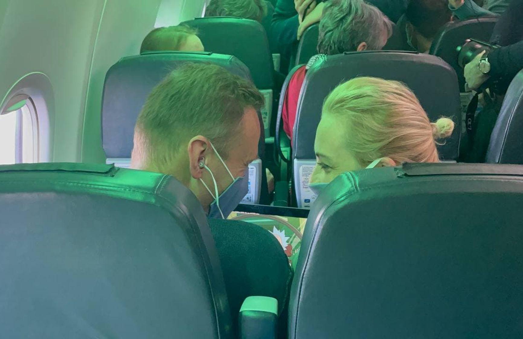 Во время полета Навальный с супругой смотрел мультик «Рик и Морти»