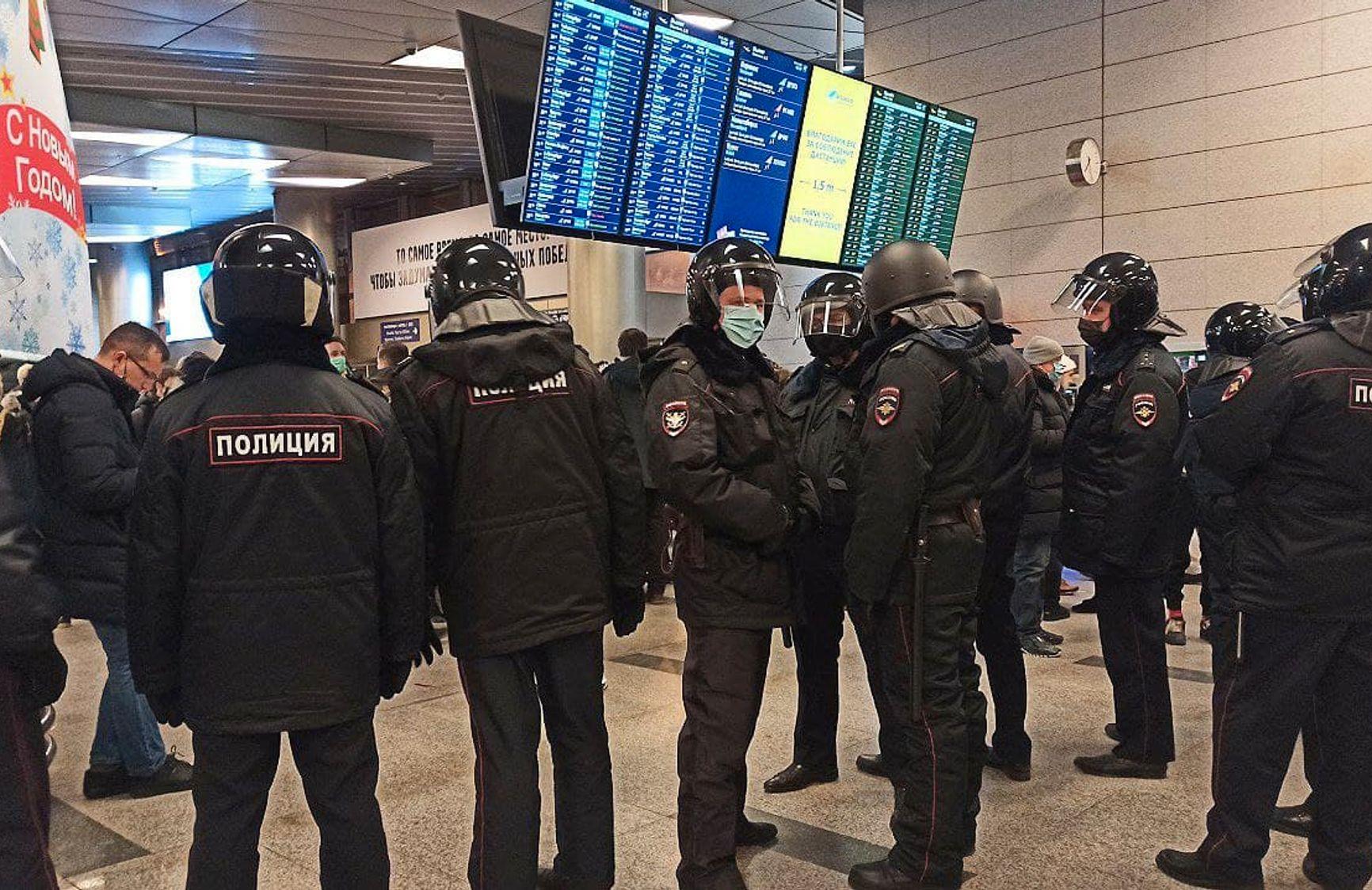 Аэпроорт Внуково в ожидании прилета Навального