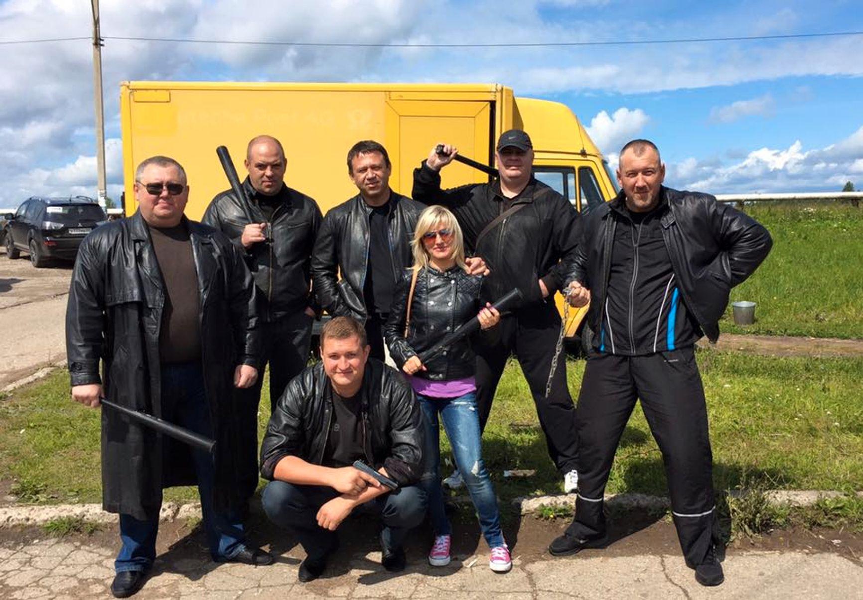 Александр Мосин на съемках - в центре в заднем ряду