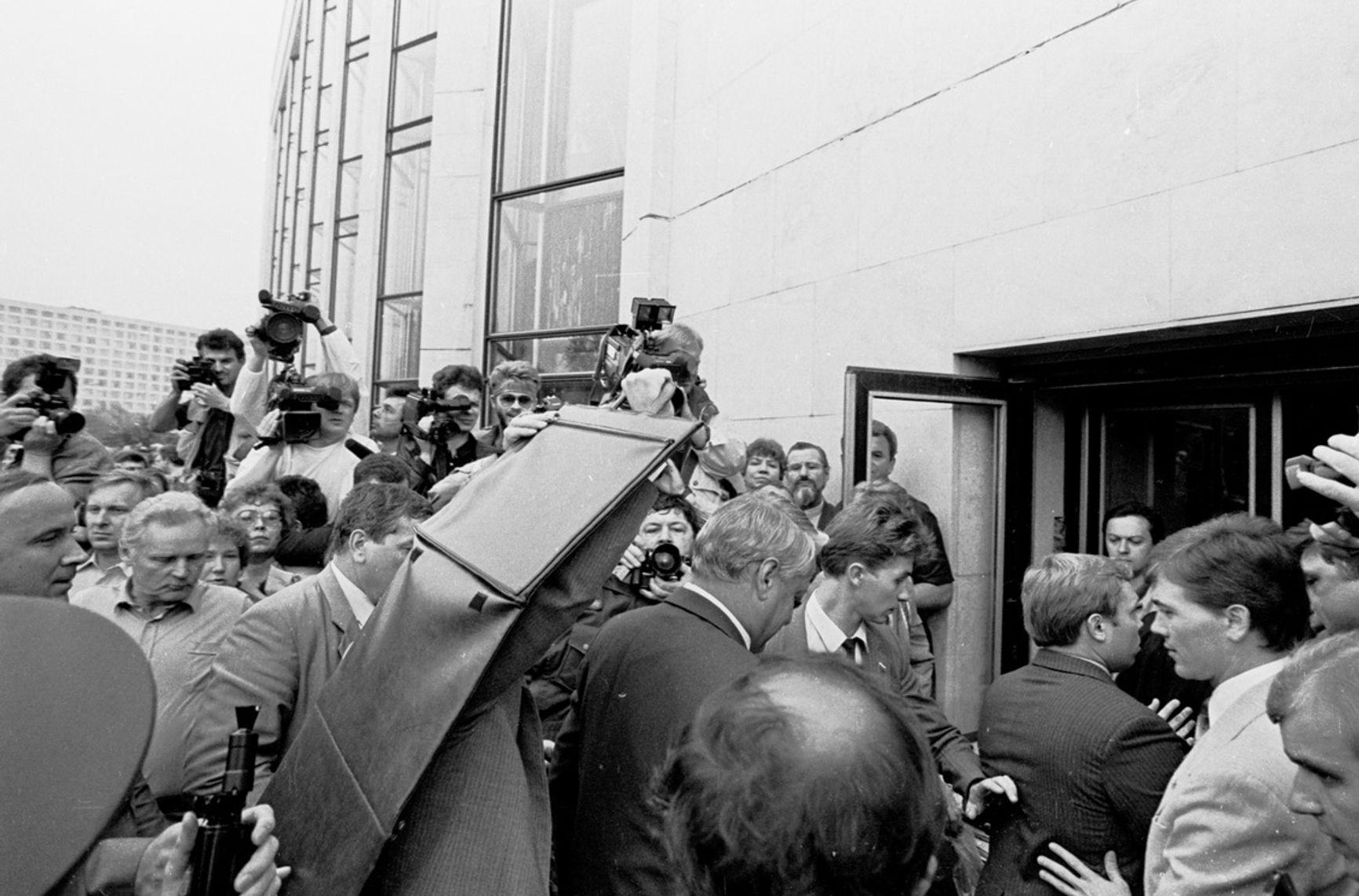 Борис Ельцин после выступления