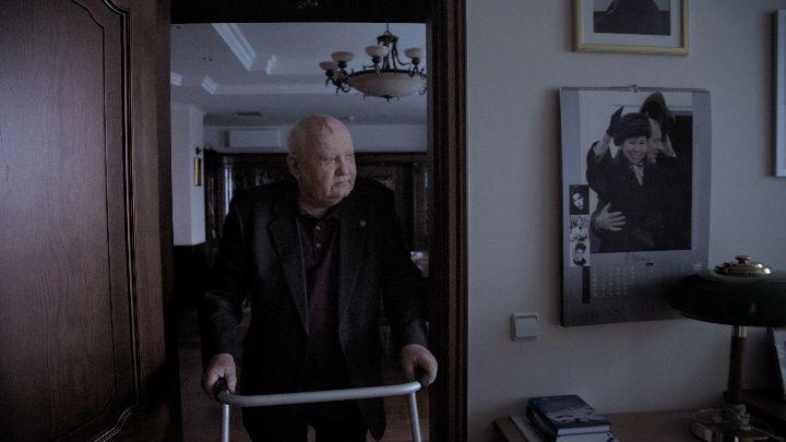 """Кадр из фильма """"Горбачев. Рай"""""""