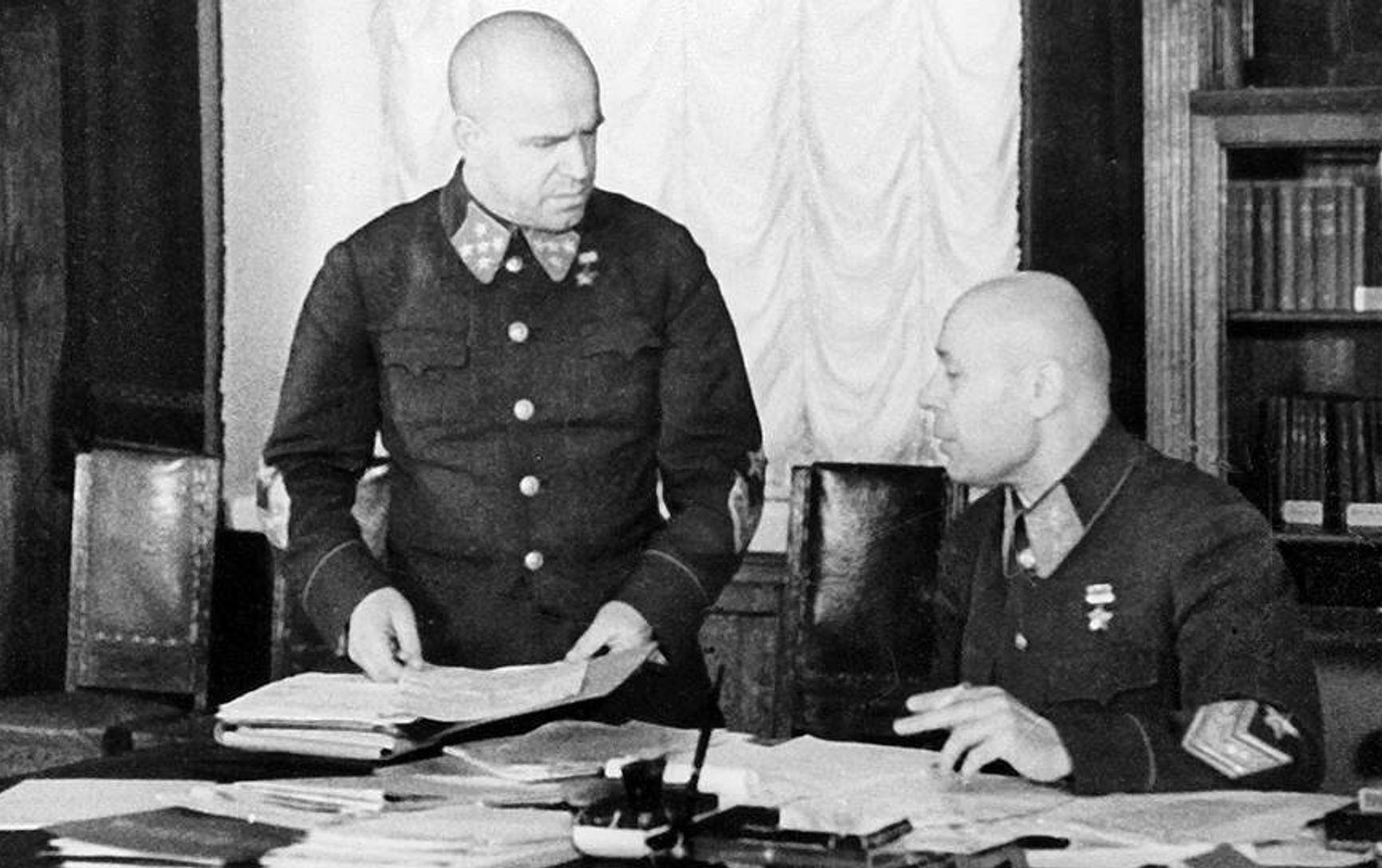 Сталинские маршалы Жуков и Тимошенко