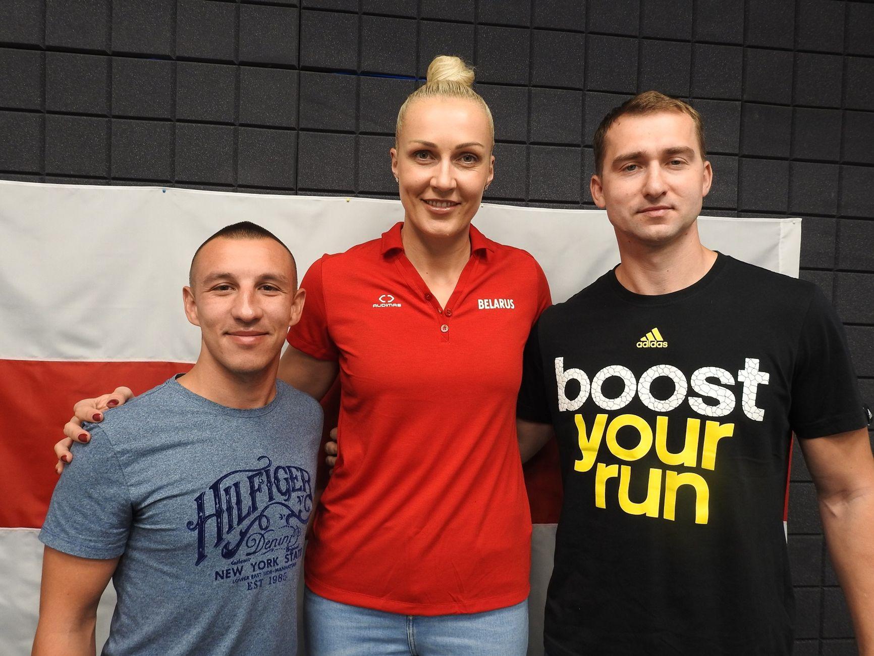 Баскетболистка Елена Левченко с кикбоксером Иваном Ганиным и легкоатлетом Андреем Кравченко после того, как оба спортсмена провели 10 суток в изоляторе