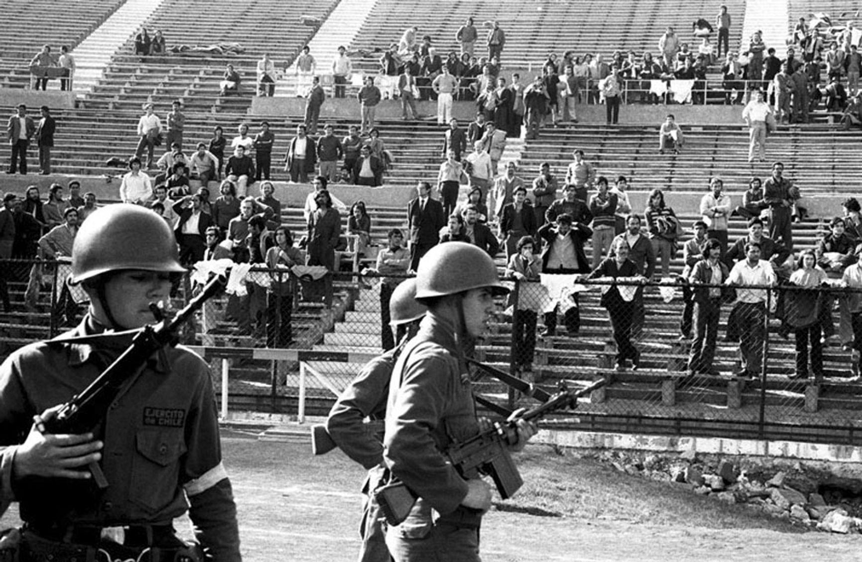 Стадион в Чили, превращенный в концлагерь