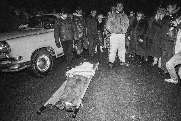 У телебашни. Вильнюс. Ночь с 12 на 13 января 1991 года