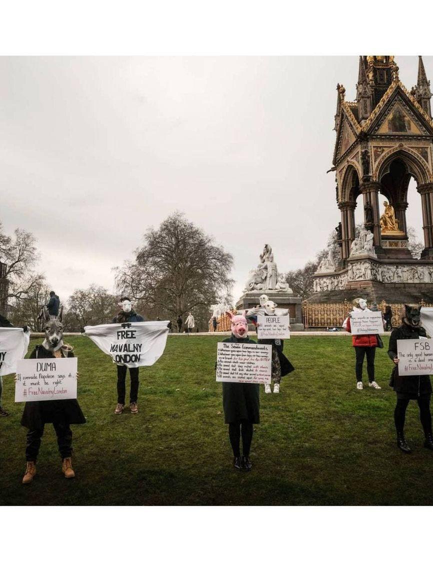 В Лондоне акция солидарности с Навальным прошла в духе Оруэлла