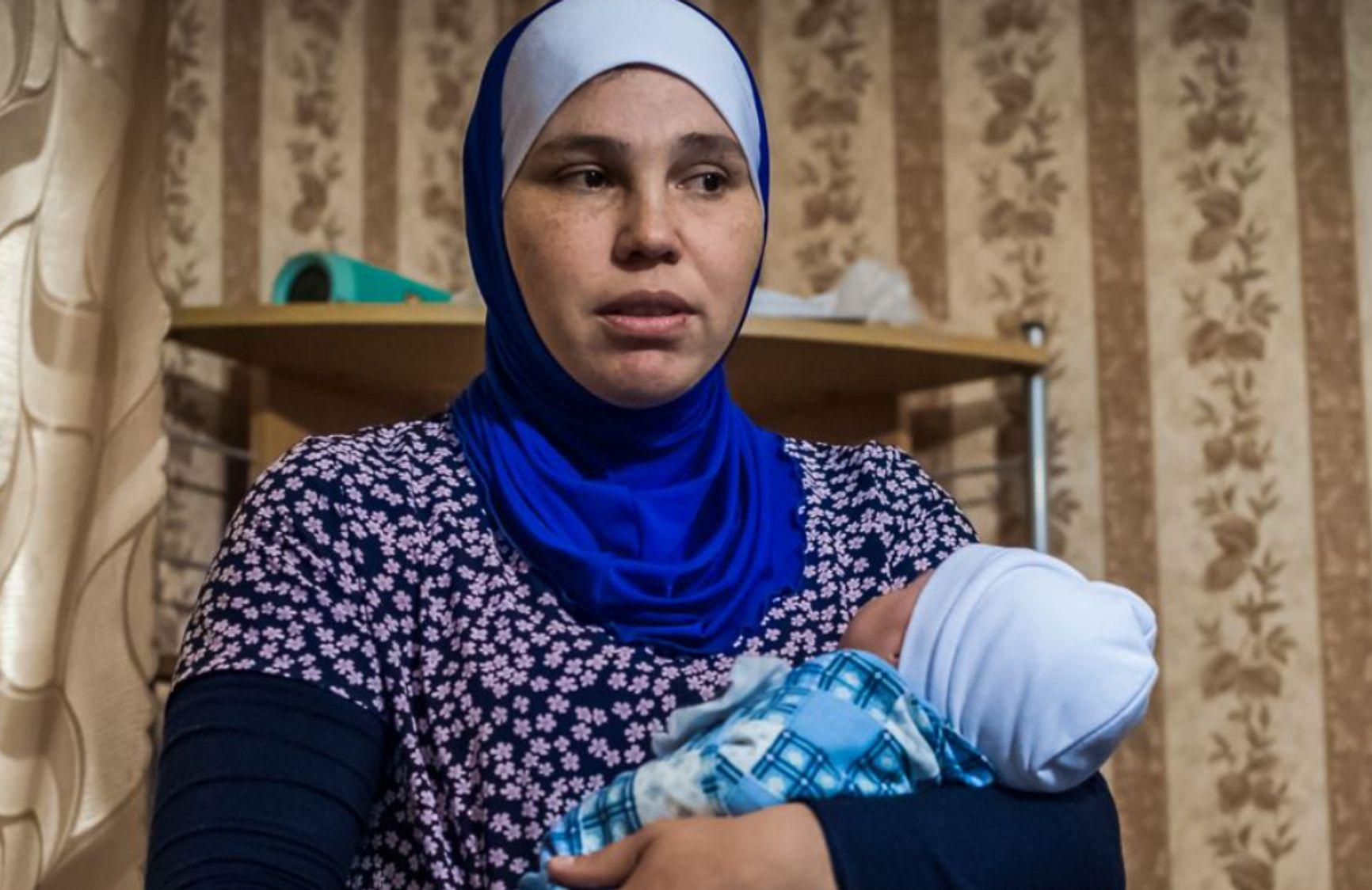 Диляра с новорожденным сыном Амиром. Фото с сайта «Крым.Реалии»