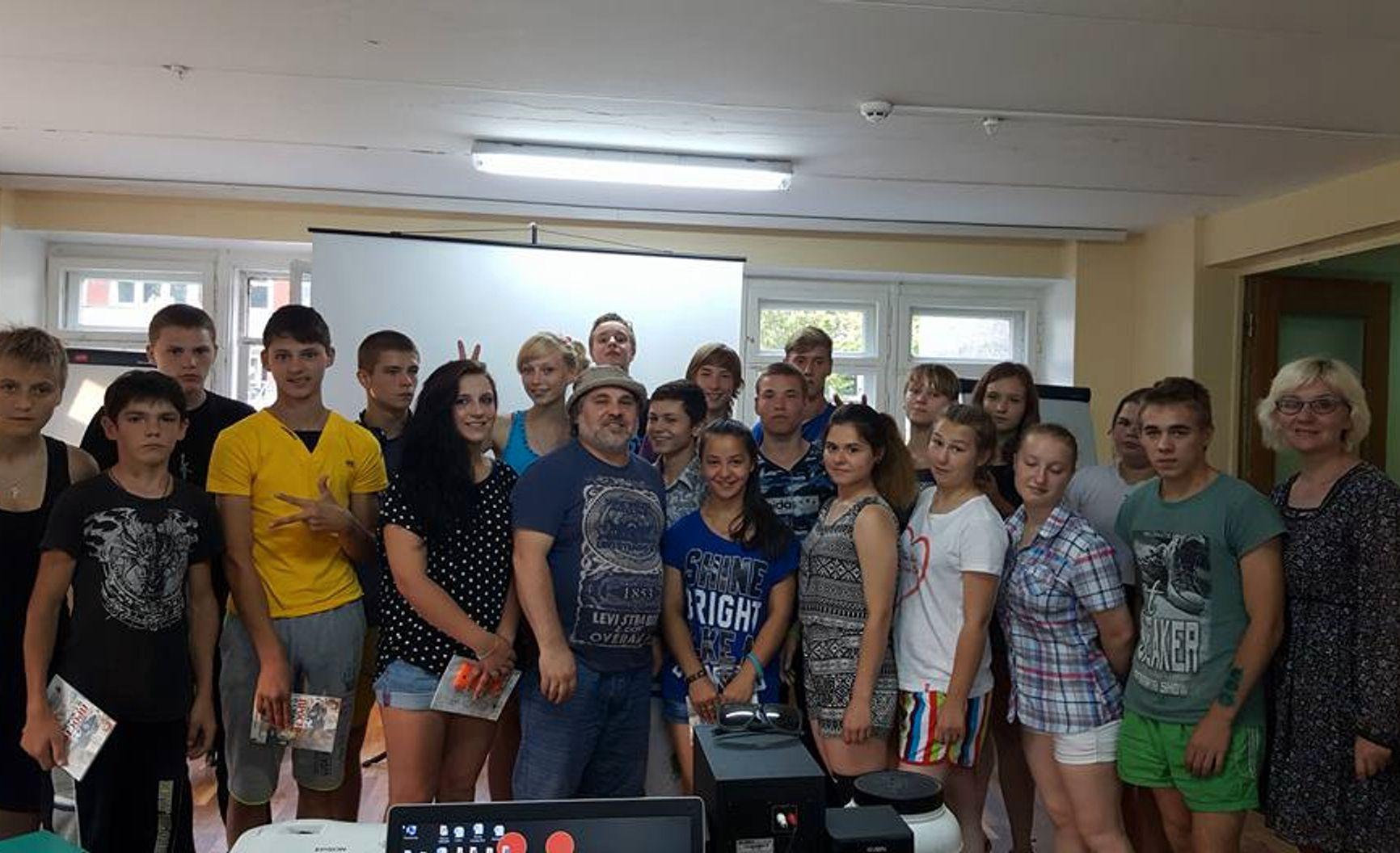 Александр Гезалов на встрече с воспитанниками детского дома в Калужской области