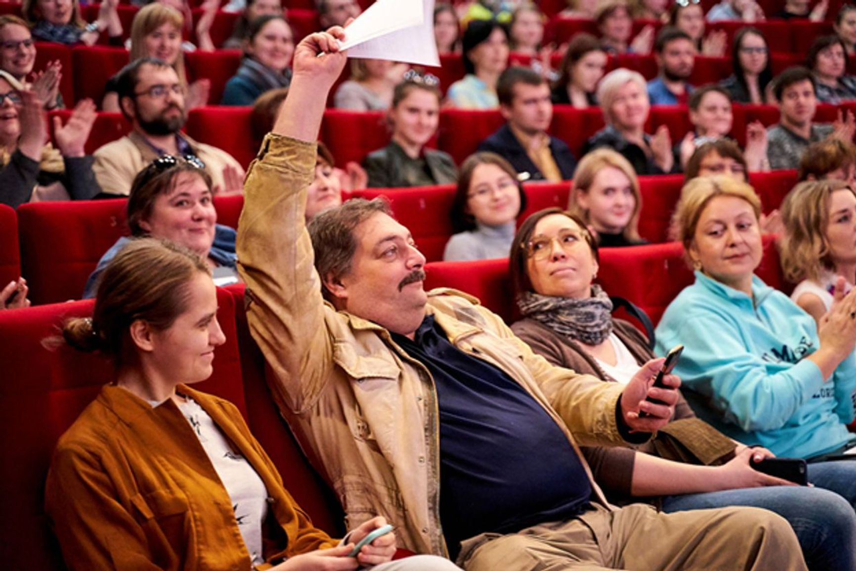 From left to right: Ekaterina Kevkhishvili and Dmitry Bykov in the Pobeda auditorium on that very day