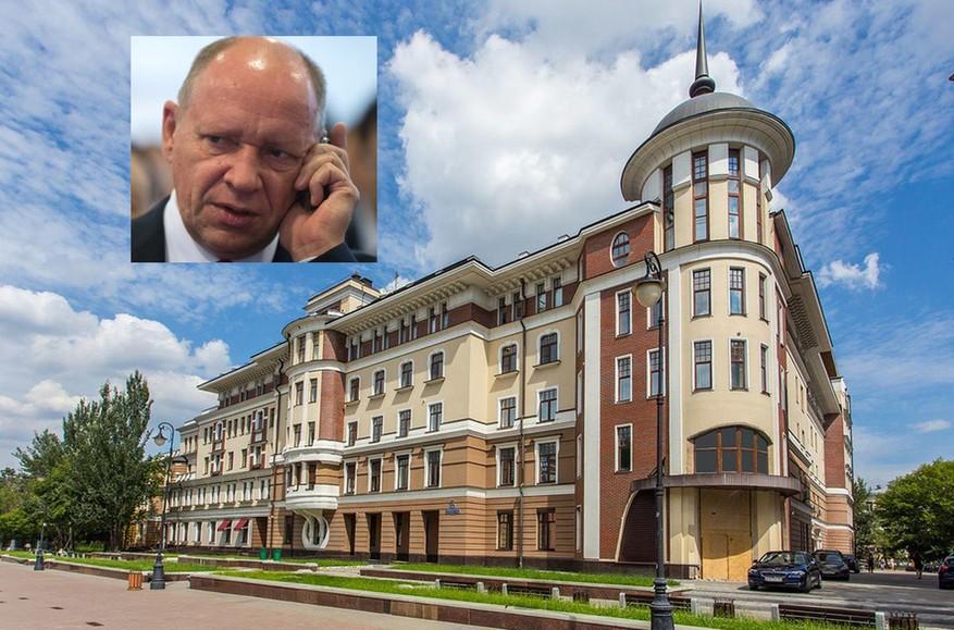 Замглавы администрации президента Алексей Громов оформил на 84-летнюю тещу квартиры на полмиллиарда