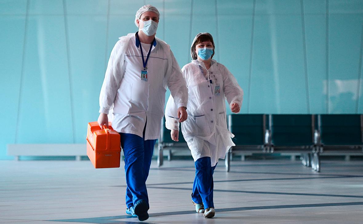 За сутки в России официально выявлено 26 689 новых случаев коронавируса, 5418 из них — в Москве