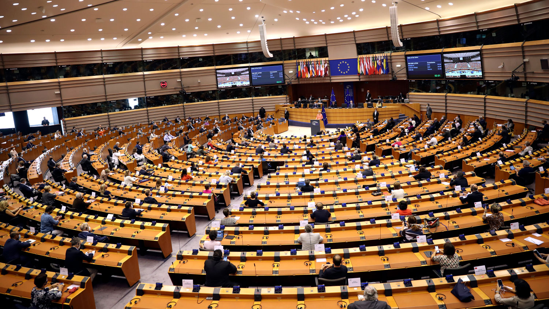 Европарламент предложил отключить Россию от системы платежей SWIFT и отказаться от российских поставок нефти и газа