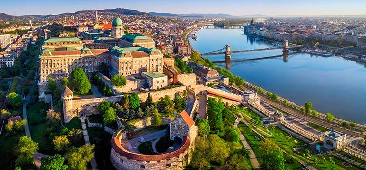Венгрия со вторника откроется для привитых российских туристов
